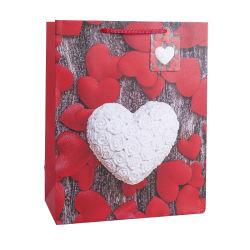 حقيبة ورق هدايا مطبوعة على شعار مخصص لشكل القلب مخصصة للتسوق