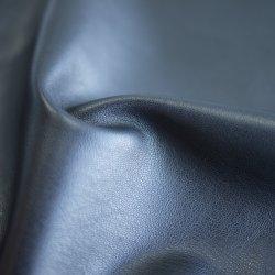 يضمن قماش البوليستر المصنوع من الجلد السويدي المصنوع من البولي يوريثان المحشو بسرباط الحذاء سترة من القماش