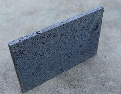 Il basalto è una pietra porosa molto preziosa formata da vetro vulcanico, minerali e bolle dopo l'eruzione vulcanica. Un modo naturale per barbecue il cibo.