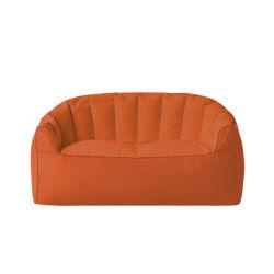 غرفة معيشة كبيرة للغاية مع كيس beanbag أريكة يمكن تحويلها إلى سرير مزدوج مع كيس
