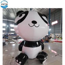 Modello gonfiabile del fumetto del panda, facente pubblicità al modello gonfiabile del fumetto