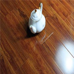 背部緩い位置屋内PVCビニールの板のフロアーリングを乾燥しなさい