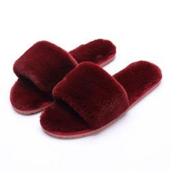 Comercio al por mayor zapatillas zapatillas de felpa suave caliente Zapatilla de interior de piel al aire libre diapositivas sandalias Nuevo Diseño para mujer sandalias