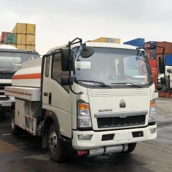 Sinotruk HOWO camionetas 4X2 5000L modelo de camión cisterna de combustible Zz1047D3413c145