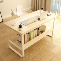 Ordinateur de bureau simple en bois avec étagère