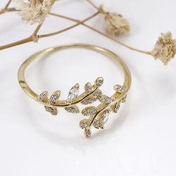 衣裳のファッション小物の宝石類女の子のための模造ダイヤモンドが付いている925の純銀のスライバ花のリング