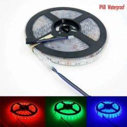 striscia flessibile di 5m 12V LED con il periferico e l'adattatore di potere