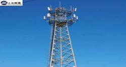 電流を通された角度の鋼鉄または鋼鉄管の通信塔