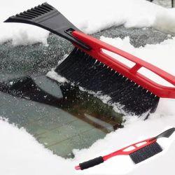 Alquiler de nieve la nieve y el cepillo rascador