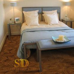 침실을%s 별장 또는 호텔 침실 현대 어두운 호두 나무로 되는 지면 목제 마루