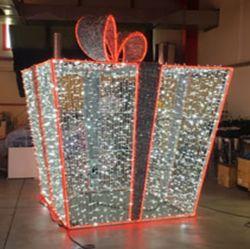 الشوارع التجارية الخارجية مضاءة الديكور عيد الميلاد هدية صناديق