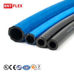 Flexible d'un SAE J15326 Une8 Un10 Un12 tressé en nylon noir le refroidisseur de carburant du moteur d'huile hydraulique flexible en caoutchouc flexible de frein2 avec raccords en aluminium