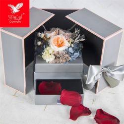 最もよいバレンタインデーのギフトの妻またはガールフレンドのための引出しのギフト用の箱の永遠に続く実質の維持されたローズの花