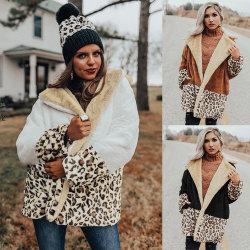 折りえりが付いている女性のテディのコートの女性の冬のコートのためのヒョウプリントパッチワークのコート
