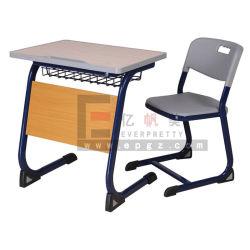Estudiante de escuela única escritorio y silla