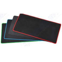 Mouse e tastiera di tecnologia A4 ed inoltre materiale di gomma del rilievo di mouse utilizzato e cuffia avricolare