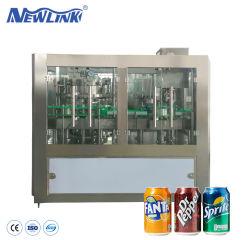 La piccola latta di alluminio a bassa velocità ha carbonatato la spremuta birra/della bibita analcolica/vino/bevanda di energia che inscatola e che aggraffa la macchina di riempimento e di sigillamento