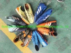 20 から 25kg の中国の卸し売り使用された人の靴は混合されたスポーツの靴の女性を靴する 子供はバルクで靴を