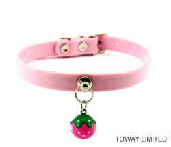 Preciosa Strawberry Bell accesorios para mascotas gato lleva collares de perro de cuero