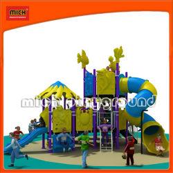 CER Mich im Freienkind-Spielplatz-Häuser (5237A)
