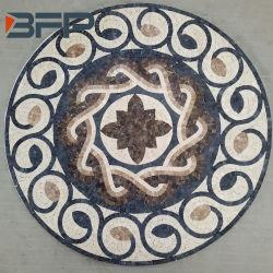 Pedra natural ao redor do mosaico em mármore medalhão de azulejos do piso