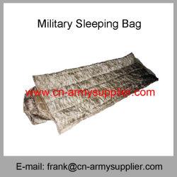 スリープの状態である袋キャンプのスリープの状態である袋軍隊の緑の軍の寝袋