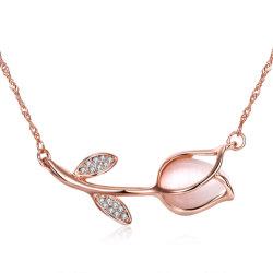 2017人の新しいデザイン花の形の吊り下げ式の合金のネックレスの女性の宝石類
