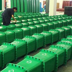 240L Corbeille Big Haute Capacité bacs à ordures en plastique de plein air avec des roues et couvercle