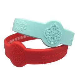 Kundenspezifische Farbe geprägte Firmenzeichen-kundenspezifische SilikonWristbands