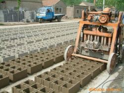 De Machine die van Qmy de Verpletterde Machine van de Baksteen van de Steen en van het Cement vervaardigen
