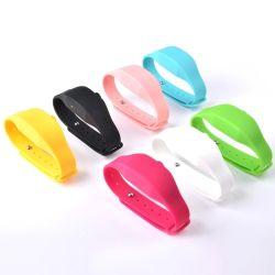 Isqueiros de mão de silicone líquido Bandas Higienizador Spray álcool gel Pulseira Bracelete Dispensador de sabão dispensador de suporte
