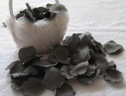 Couleur gris unique des pétales de fleurs artificielles