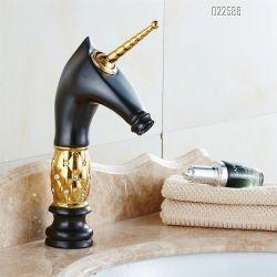 衛生製品のクロム黒の洗面器のコックのデッキ熱冷たい水蛇口の浴室の洗面器のミキサー