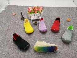 二重カラーFlyknitの上部の子供の靴の男の子および女の子の靴の幼児の靴が付いている子供の靴