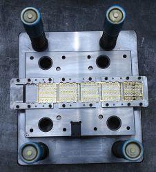 製造業者のための注入型を処理するカスタムプラスチック部品のコネクターハウジングの精密型