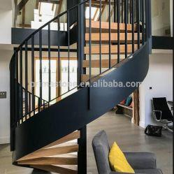 内部の現代木製の踏面階段ステンレス鋼の柵