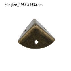 Mini-métal habillage d'angle plat triangulaire ENRUBANNAGE Protecteur d'angle 29*29*29mm 3trous