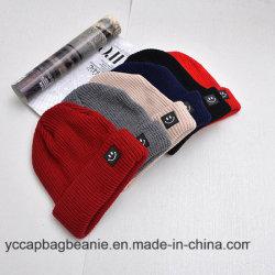 100%のアクリルの高品質の習慣によって編まれる帽子の帽子