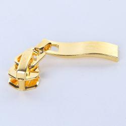 金属またはナイロンかプラスチックジッパーのための方法スライダ