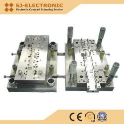打つことを形作る進歩的で複雑な多機能の金属のデッサンの切断型を押す