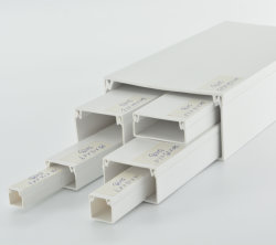 高品質の正方形配線ダクト電気 PVC フロアプラスチックスロットケーブルトランキング