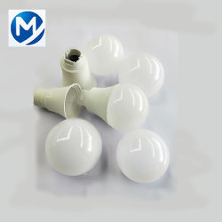 Moulage par injection plastique personnalisés/du moule pour couvercle de l'ampoule LED Shell