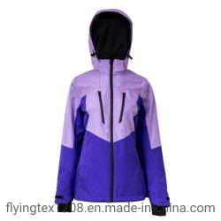 新式の女性のスキージャケットの屋外の摩耗