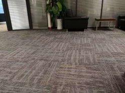 オフィスまたは会議室のための商業使用を支持するPVCが付いているPPのカーペットのタイル星フィールド