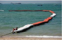 安全な水泳領域は浜のリンクされた浮く物/ブイによってボート及びジェット機のスキーからスイマーを保護するために示される