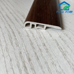 Spc bordeando la tapa de cierre de la línea de los faldones de piso