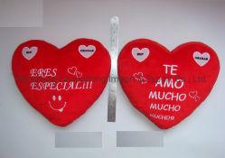 Kissen in Herzform mit Stickerei