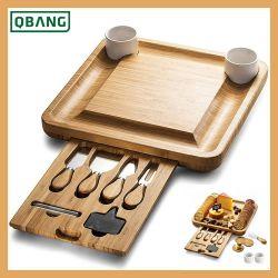 Bambú de madera de la Junta de queso y el juego de cuchillos con 2 cuencos de cerámica y Slate etiquetas y marcadores de tiza