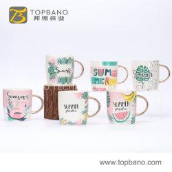De Ceramische Mok van de Kop van de Koffie van de Thee van het Porselein van de goede Kwaliteit met de Aangepaste Gouden Hand van het Embleem van China