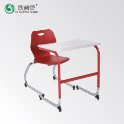 Один студент письменный стол и стул школьной мебели